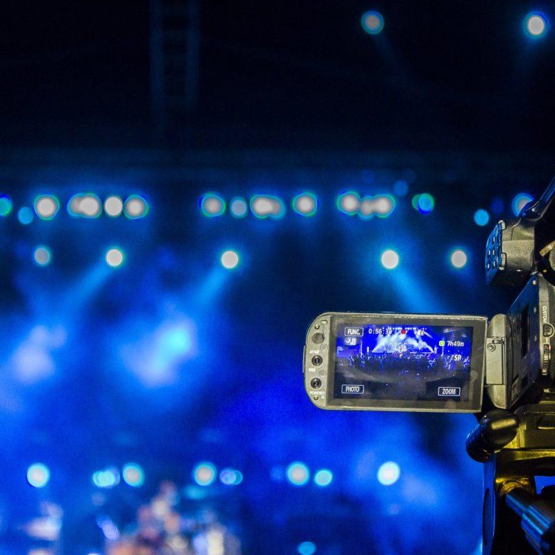 videographer-3753069_1920